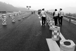 雅康高速飞仙关隧道施工 交通管制至下周二