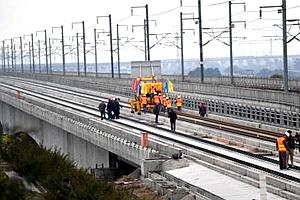 成贵铁路首座站房主体结构封顶 预计2020年前通车