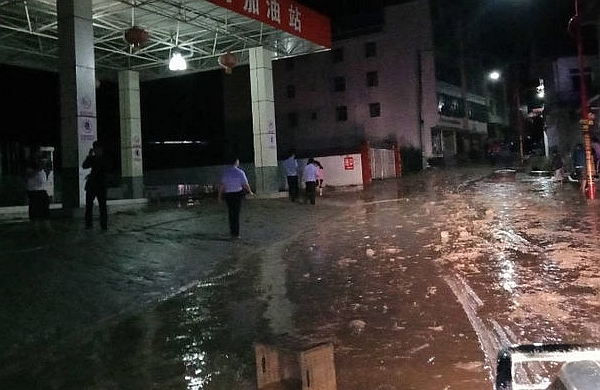 四川凉山及时预警 1800多名居民成功避险泥石流