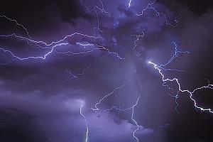 国社@四川|成都机场再遭两轮极端天气袭击 航班受影响达十多年来之最