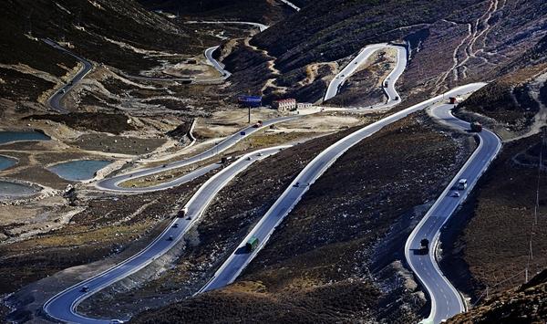 人民日报晒四川甘孜农村公路建设三年攻坚成绩单:道路通了 人民幸福了