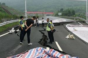成安渝高速路面沉降交通管制 重庆往成都方向车辆请经二绕通行