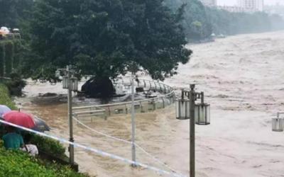 国社@四川|暴雨袭击四川雅安致1人死亡2万多人转移